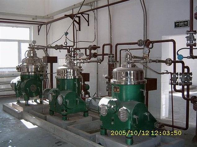 Horizontal spiral centrifuge discharge settlement